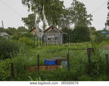 Old Small House On The Edge Of The Village. Holidays In Ecological Places In The Nature Far From Big