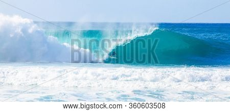 Oahu, Hi - December 14, 2013: World Champion Surfer, Kelly Slater, Surfing In The Billabong Pipeline