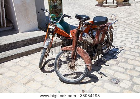 Two Old Fashioned Moped In Djerba - Tunisia