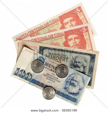 Vintage banknotes with Karl Marx (from DDR) and Che Guevara (from Cuba) poster