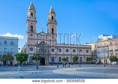 Cadiz, Spain -  November 6, 2019: Square Plaza De San Antonio With The Church Iglesia De San Antonio
