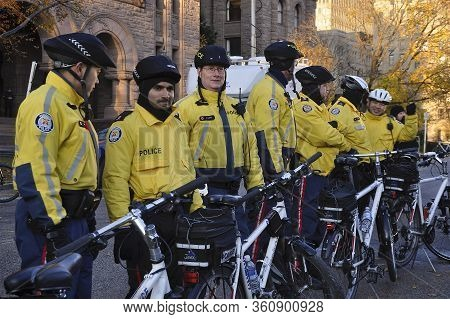 Toronto, Ontario, Canada - 11/05/2009 :  Used Bicycles To Restrict Protesters Movement Away From Leg