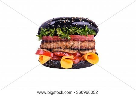 Black Burger With Pork And Beef Meat, Cheddar, Mushrooms, Tomatoes, Bell Pepper, Lettuce Mix, Bbq Sa