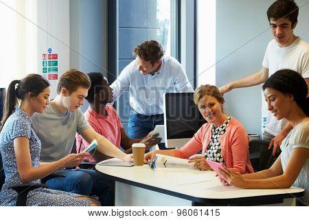 College Students Having Informal Meeting With Tutors