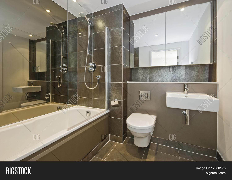Immagine e foto a tema bagno di prova gratuita bigstock