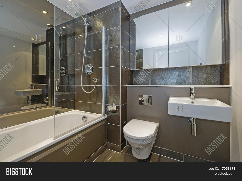 Modern Luxury Bathroom Image & Photo (Free Trial)