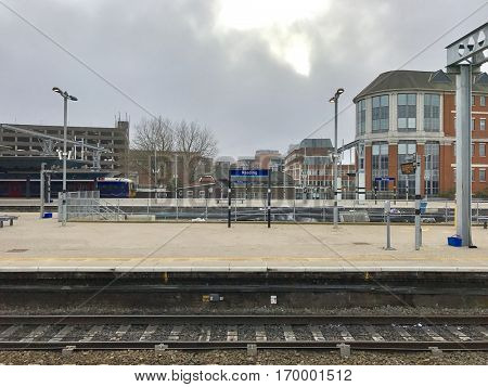 READING - DECEMBER 18: Platforms at Reading Station on December 18, 2016 in Reading, Berkshire, UK.