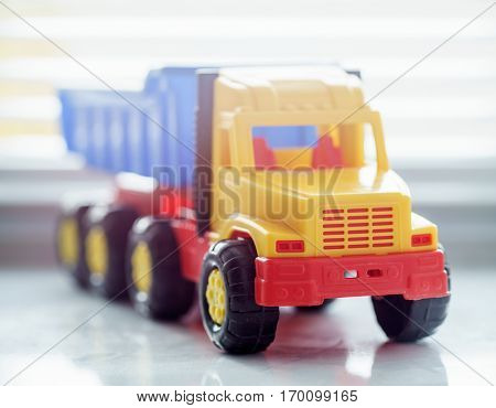 Toy Ttipper Truck, Industrial Vehicle, Plastic Dump Truck Yellow with Big Wheel for Earth Moving Works at Construction Site, Big Dump Truck Miniature Heavy-duty Vehicle, Dumping Vehicle