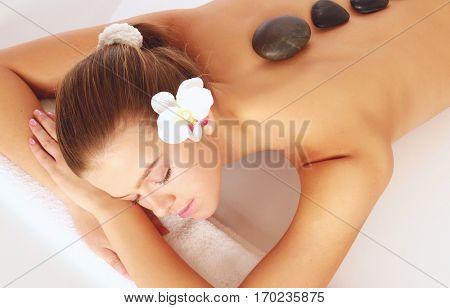 A beauA beautiful woman relaxing in a spa center, isolated on whitetiful woman relaxing in a spa center, isolated on white