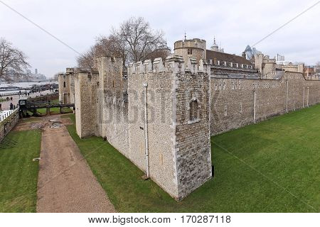 The Tower of London is a historic castle located on the north bank of the River Thames in central London