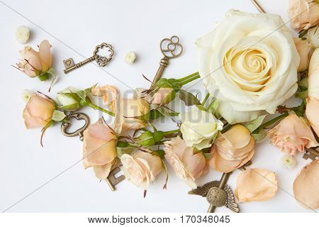 Red roses with key
