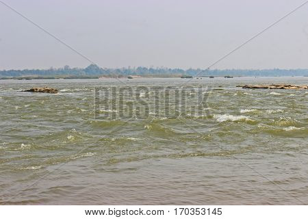 Mekong river has Reef happen naturally .
