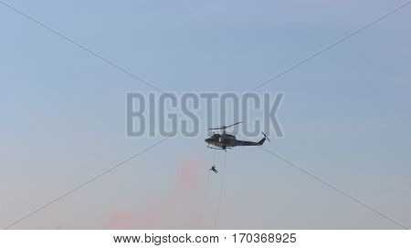 exposition is fast-lope are leave helicopter .