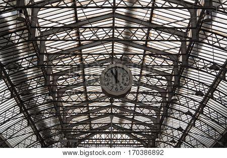 Roof structure of the Paris railway station Gare de l'Est with clock
