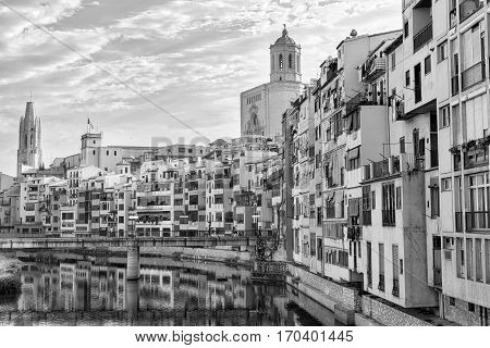 Girona (Gerona Catalunya Spain): ol houses along the Onyant river. Black and white