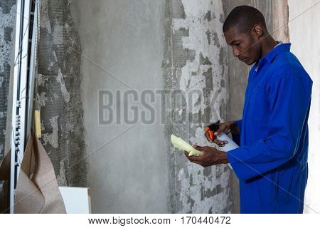 Man spraying on napkin in a new house