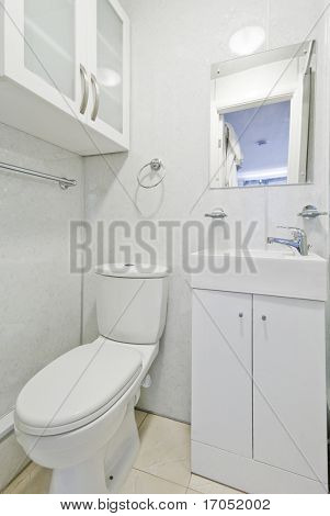 modern contemporary en suite bathroom with white ceramic appliances