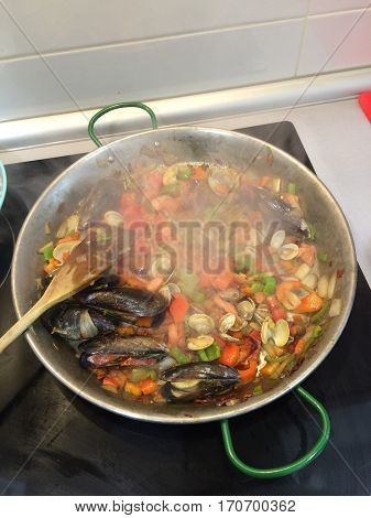 Homemade paella with seafood/ paella con mariscos
