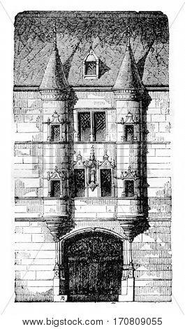 Entrance of a house of the eighteenth century, Reims, vintage engraved illustration. Magasin Pittoresque 1842.