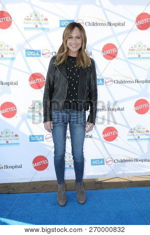 LOS ANGELES - NOV 18:  Nikki DeLoach at the UCLA Childrens Hospital