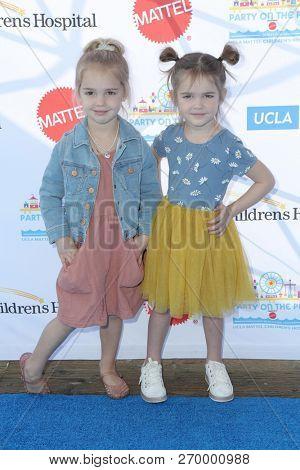 LOS ANGELES - NOV 18:  Emma Stauffer, Mila Stauffer at the UCLA Childrens Hospital