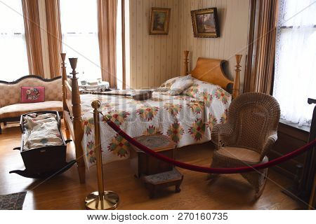 Findlay, Oh, May 30th, 2018, Old Fashioned, Vintage Bedroom Set Up, Display, Hancock Historical Muse