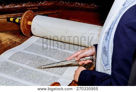 10 November 2018 New York Ny Jewish Man Dressed In Ritual Clothing Hand Of Boy Reading The Jewish To
