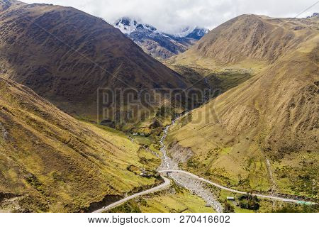 Winding Road From Olllantaytambo To Quillabamba In Abra Malaga Pass Section, Peru
