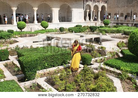 JAIPUR - INDIA, 30 MARCH, 2015: Women in traditional indian dress sari in the garden courtyard, Amber Fort, Rajasthan, India