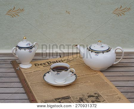 English Tea Set On An Old German Daily Newspaper Der Patriot, Edition From 8. June 1950 Kassel, Germ