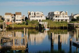 Avalon, New Jersey - July 18, 2014: A Row Of Luxury Waterfront Summer Homes On The Back Bay In Avalo
