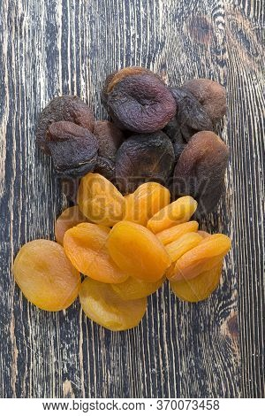 Dehydrated Dried Ripe Apricots, Orange And Dark Colors, Traditional Useful The Sweetness Of The Drie
