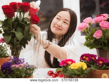Woman Preparing To Trim Red And Pink Roses And Beautiful Flower Arrangements In The Home, Flower Arr