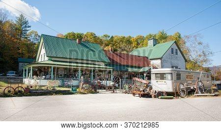 Bethel Usa: October 7 2014; Rusty Cobweb Antiques Business New Hampshire