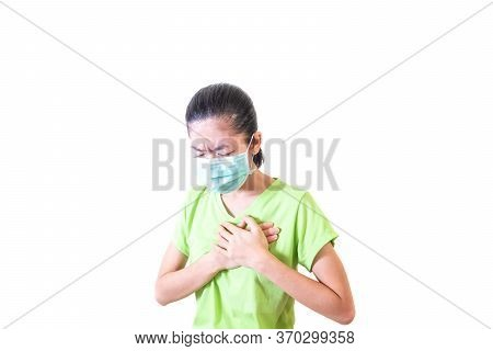 The Girl Is Not Healthy. He Has Chest Tightness. Use Your Hands To Focus On The Left Chest. Risk Of