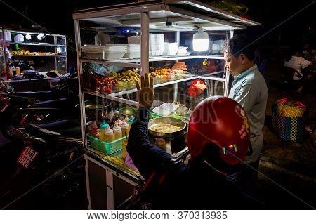 Dinh Cau Night Market Phu Quoc