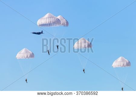 Ede, Netherlands, September 19, 2019: Paratroopers Jumps Ginkel Heath 75 Years Remembrance Of Operat