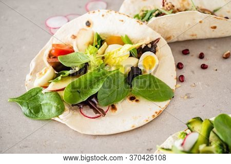 pita bread with fresh vegetables and dressing