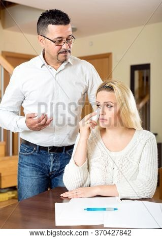 Domestic Quarrel Between Spouses Because Of Financial Problems
