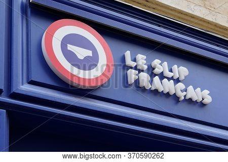 Bordeaux , Aquitaine / France - 05 16 2020 : Le Slip Francais Logo Sign Shop Brand Underwear Men Lin