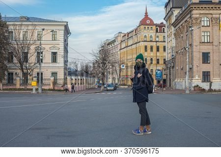 Kiev, Ukraine - March 26, 2020: A Girl In A Protective Mask On Her Face On Kontraktova Square On Pod