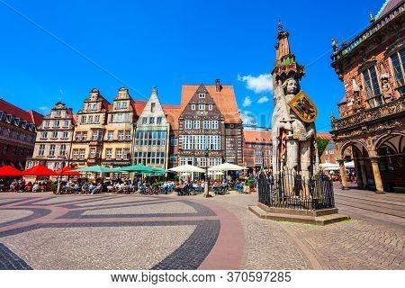 Bremen, Germany - July 06, 2018: Bremen Roland Statue In The Rathausplatz Market Square Of Bremen In