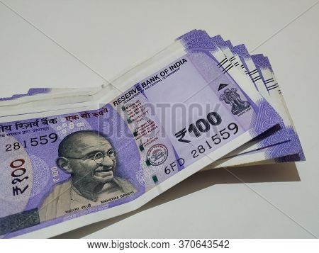 Bangalore, Karnataka/india-feb 27 2020: Group Of New Hundred Rupees Note Isolated In A White Backgro