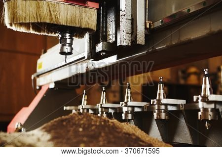 Machine With Numerical Control For Cutting Wood With Various Router Bits.