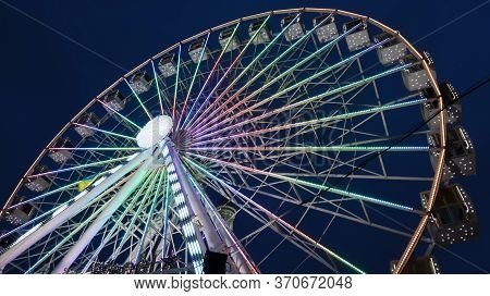 Ukraine, Kiev - January 15, 2019. Illuminated Ferris Wheel On Kontraktova Square In Kiev In The Even