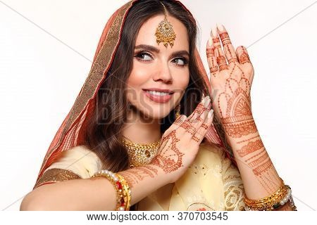 Mehendi. Portrait Of Beautiful Indian Girl In Saree. Happy Hindu Woman Model With Kundan Golden Jewe
