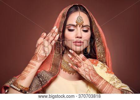 Mehndi. Portrait Of Beautiful Indian Girl In Saree. Young Hindu Woman Model With Kundan Golden Jewel