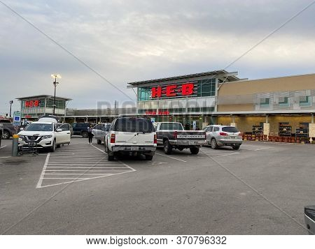 Seguin, Tx/usa - 2/24/20:  The Exterior Of A H-e-b Grocery Store In Seguin, Tx.