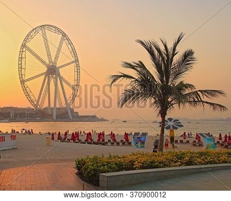 Dubai, Uae - May 08, 2018: Dubai Marina Promenade At Sunset. Ferris Wheel, Dubai Marina Beach, Unite