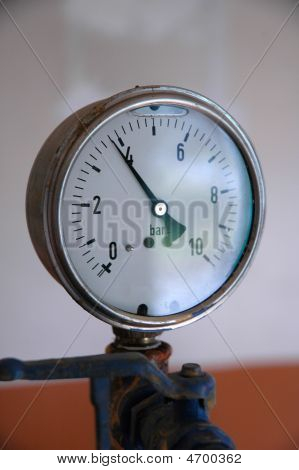 Water Pressure Gauge On An Hydraulic Network